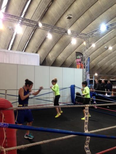Démonstration de boxe anglaise à la foire de Nice à l'occasion de la journée de la femme.